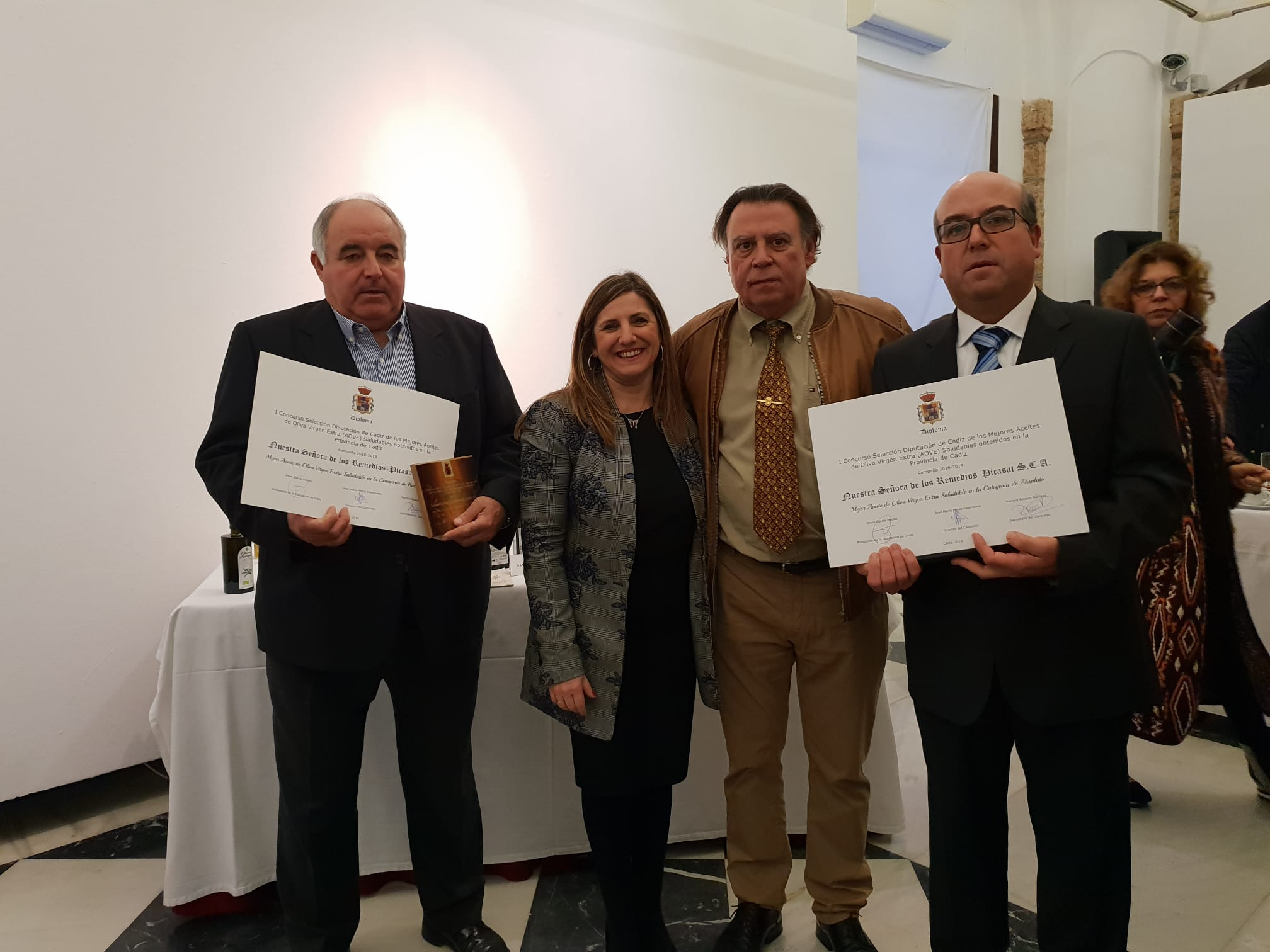 Oil Los Remedios receives two important awards.
